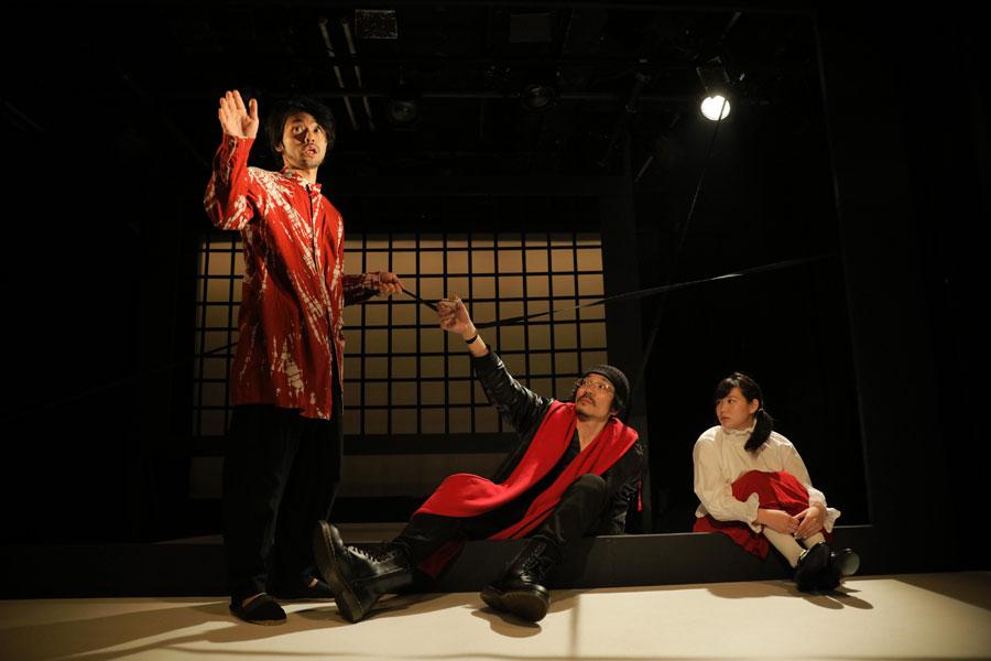 あまり知られていないが、大劇場の芝居に負けないほど刺激的な舞台を作る人たちも多い小劇団の演劇を間近に