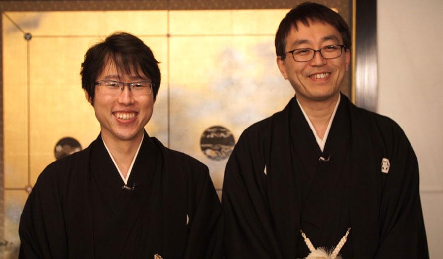 13日の国民栄誉賞受賞時の井山裕太氏(左)と羽生善治氏