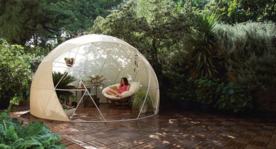 日本で唯一アウトドアドームを専門とする「夢木香」も参加し、半分インドア感覚で野外を楽しめる「ガーデンイグルー」などを提案