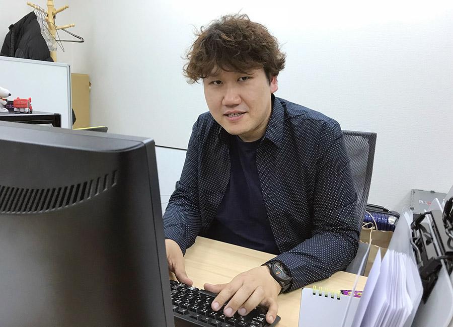 タレント事務所「ツーマンセル」を経営する石川ケンイチさん