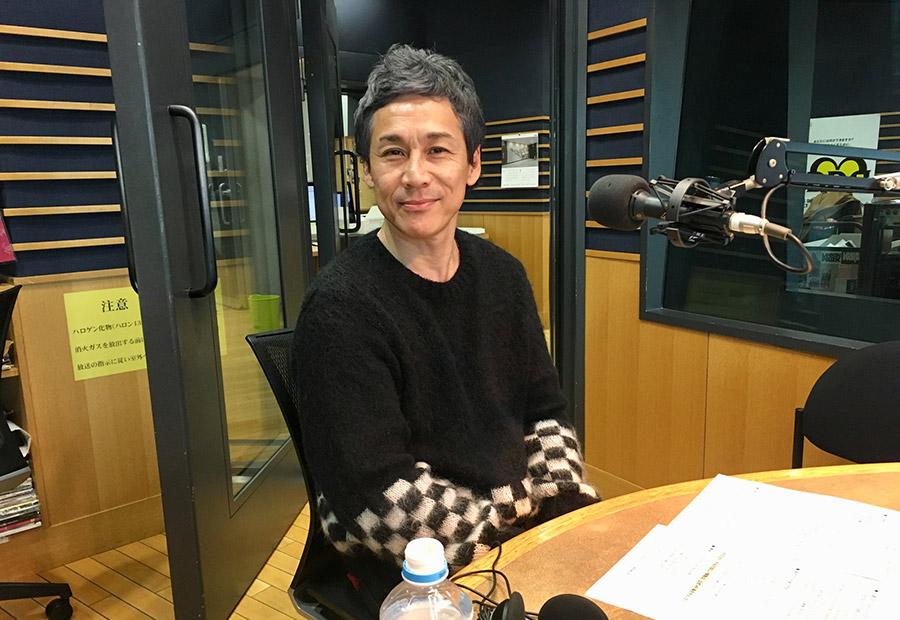 FM OH!の番組『LOVE FLAP』にゲスト出演したKEMURIの伊藤ふみお