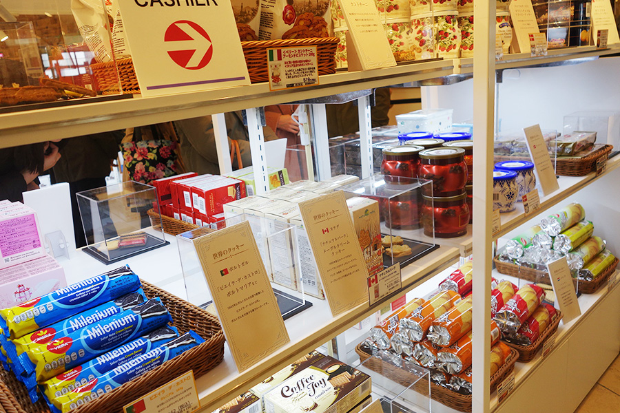 海外のものや日本各地のクッキーは品揃え豊富