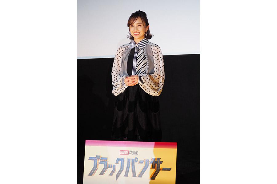 映画『ブラックパンサー』の舞台挨拶に登場した百田夏菜子(26日・大阪市内)