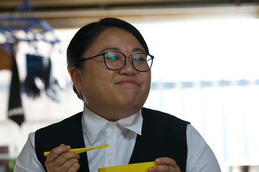 仕事はできるがブスな姉を演じたニッチェの江上敬子 © 2018「犬猿」製作委員会