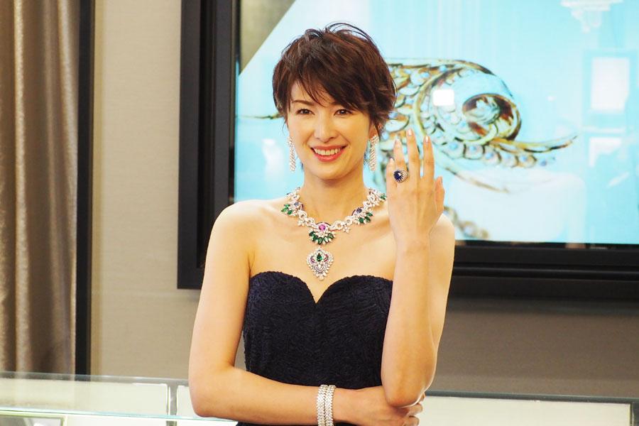 総額3億円以上の稀少ジュエリーを纏った吉瀬美智子