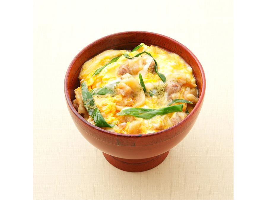 予約がなかなか取れない「菊乃井」が作るのは、「京赤地鶏の親子丼」(2/25・1400円)