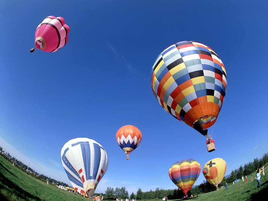 北海道で人気のアクティビティの「気球」体験をVRで味わえる