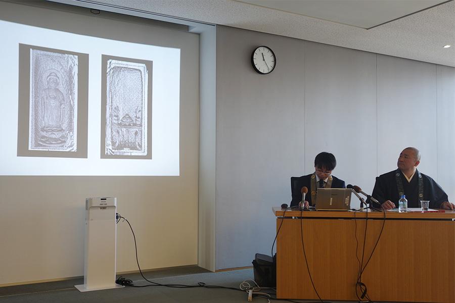 「X線CT調査による新知見」についての記者会見。左から、四天王寺学芸員の一本崇之さん、四天王寺執事の吉田明良さん