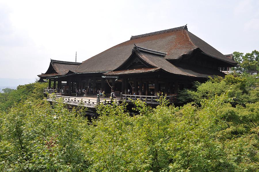第十六番札所の「清水寺」(写真は国宝である本堂)