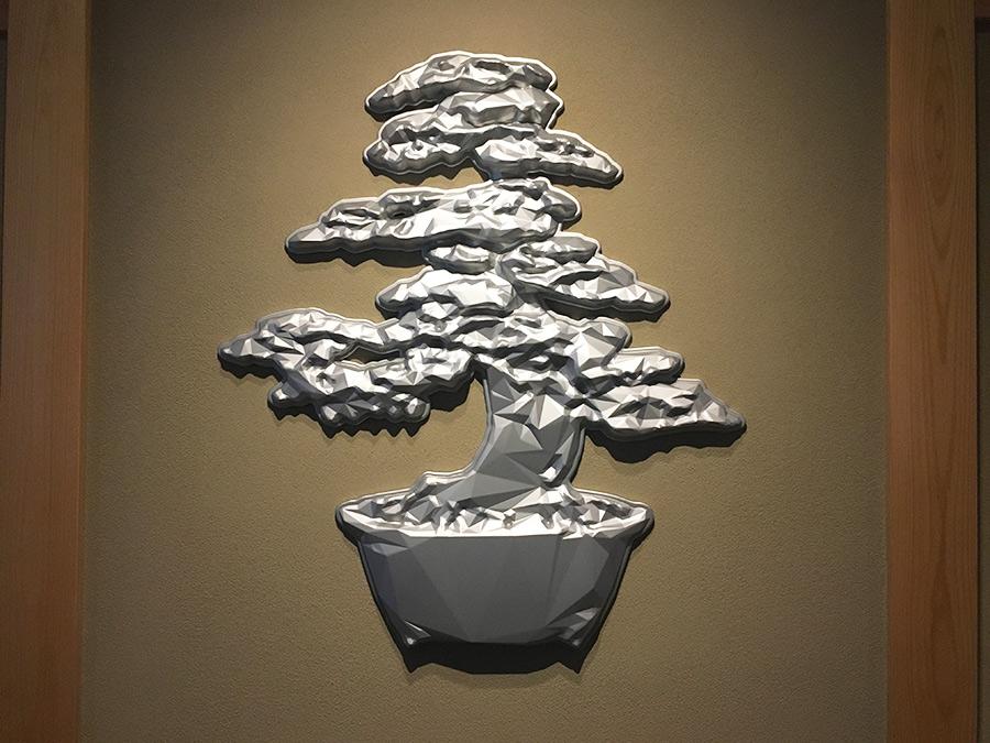 グランマーブル祇園のロゴマーク「松」をモチーフにした児玉真人氏の作品