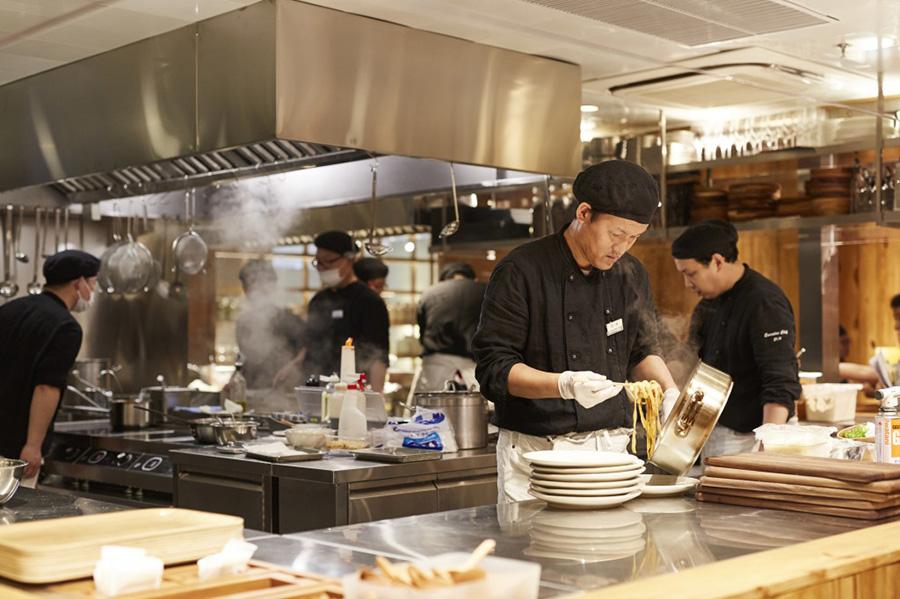 無印初のフードコート、ブッフェ形式の「Cafe & Meal MUJI」が登場(イメージ)