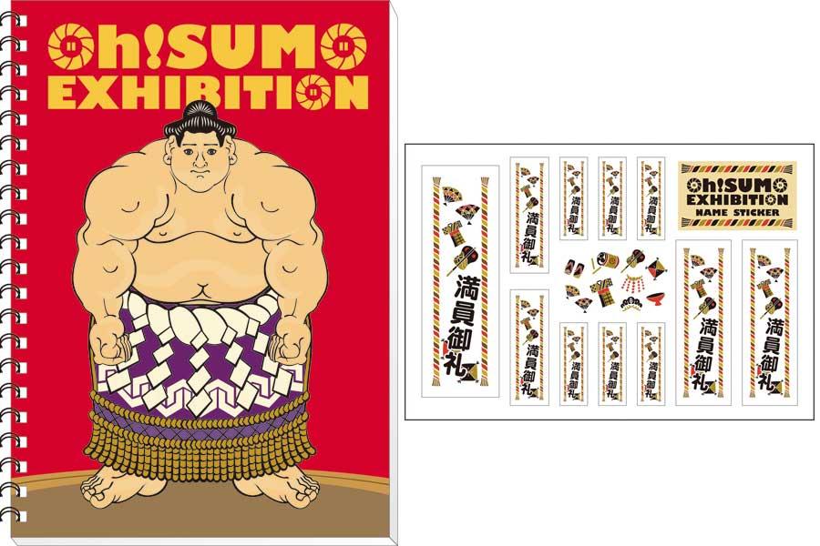 浮世絵風に筋肉質な力士が描かれるオリジナルグッズ。左よりリングノート540円、千社札300円