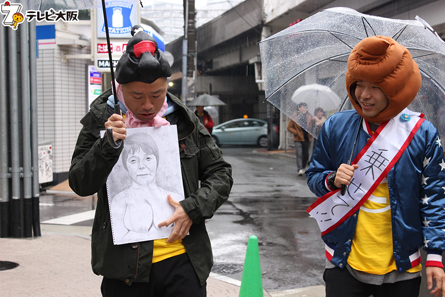 秋山の母を描いたセクシーイラスト。これを掲げると、雨がやむというミラクルがおこった