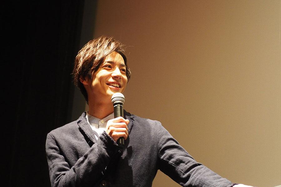 「普段なかなか気持ちを伝えられないけれども、バレンタインって特別な日に『よし!気持ちをぶつけてしまえ!ハッピーバレンタイン!』ってことだよね?」と、テンション高く話す和田琢磨