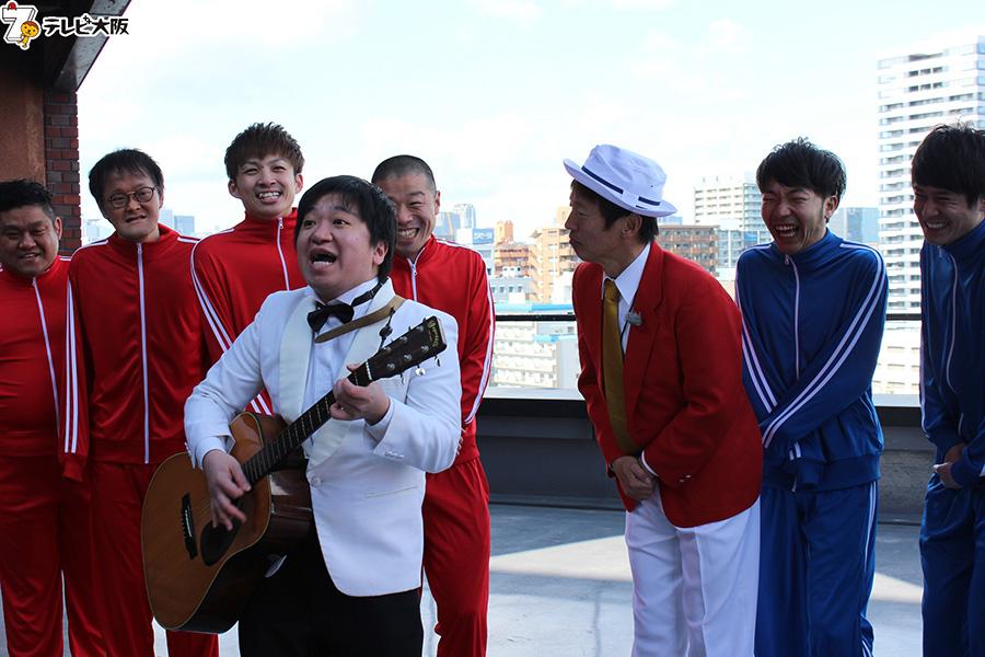 ニッポンの社長・ケツがオリジナル大会テーマソングを歌っている最中に、思わぬハプニングも