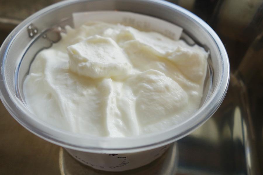 アイスランドのヨーグルトのようなチーズ、スイミー。もったりした食感が特徴。ジャムやフルーツと組み合わせたりして、楽しめる