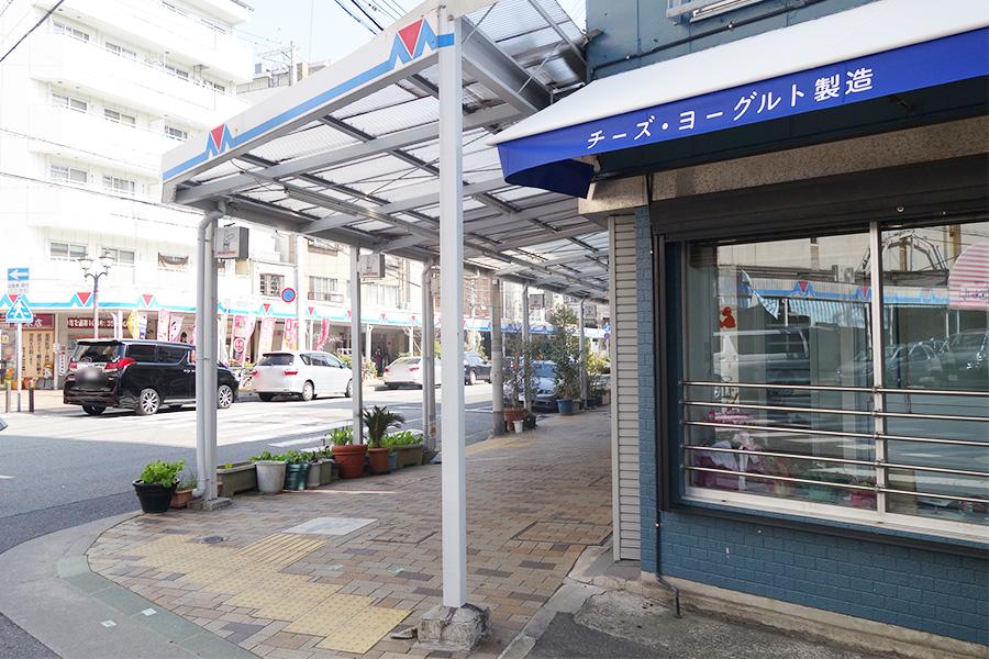 メルカロード宇治川沿いにある、小さなお店。2〜3人で満員に