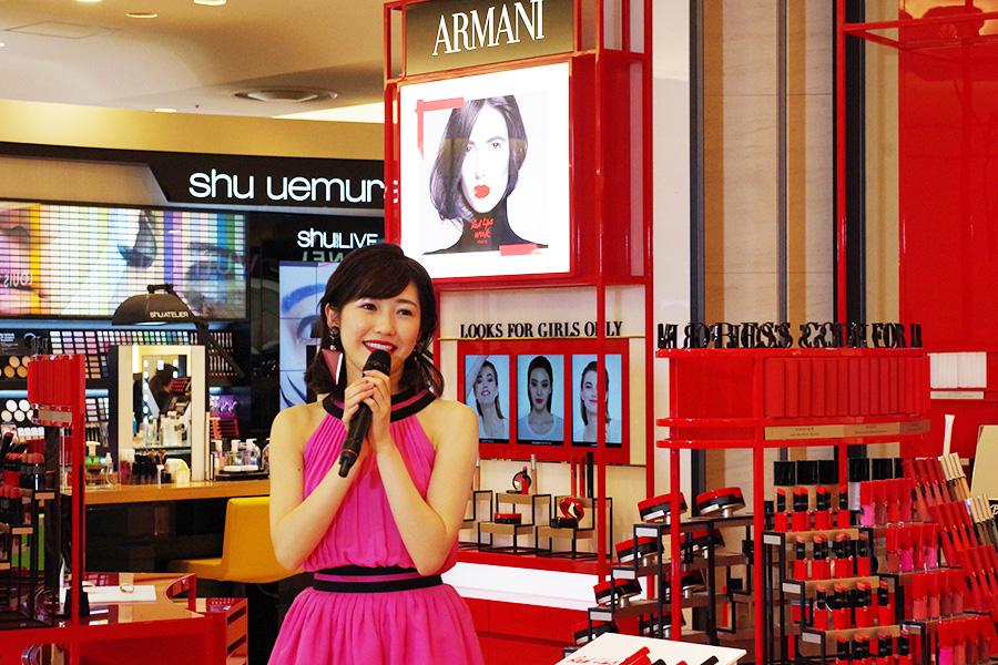 阪急うめだ本店に登場した渡辺、「公式インスタグラムなどで、新しい一面を出していきたい」