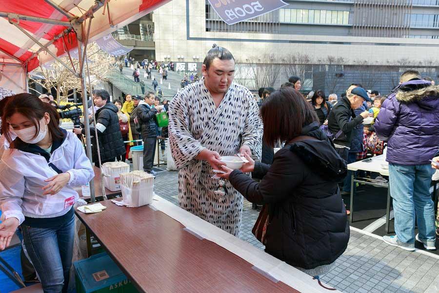 相撲部屋の味をそのまま再現した「本格ちゃんこ屋台」