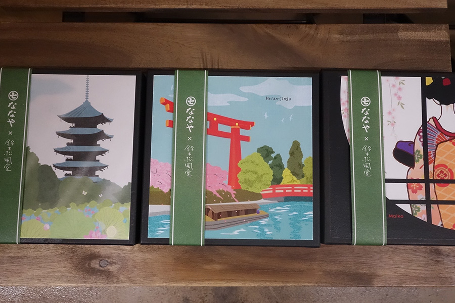京都の「鈴木松風堂」がパッケージを担当した、限定焼き菓子。各880円