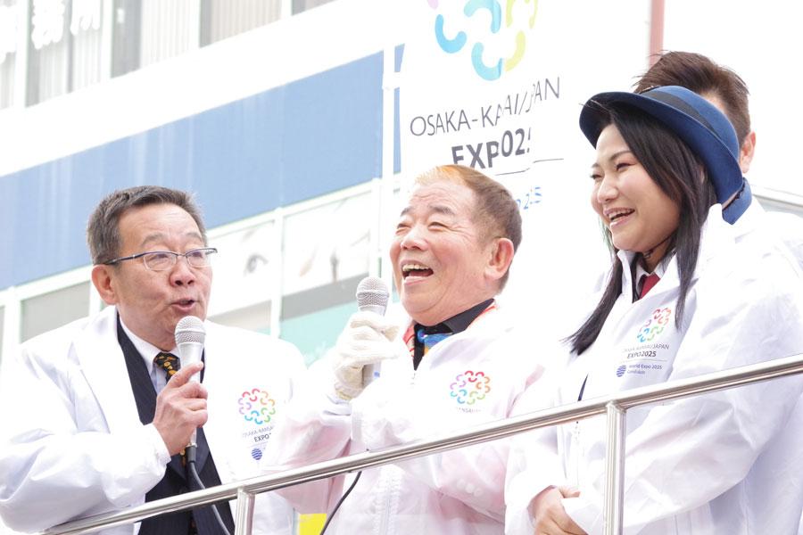 「万博をテーマにした新喜劇をやる予定」と明かしたオール阪神(左)と池乃めだか、島田珠代