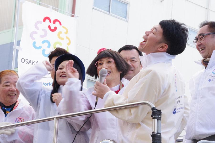 「ドリルせんのかーいっ!」と定番ギャグで観客を沸かせたすっちーと吉田裕