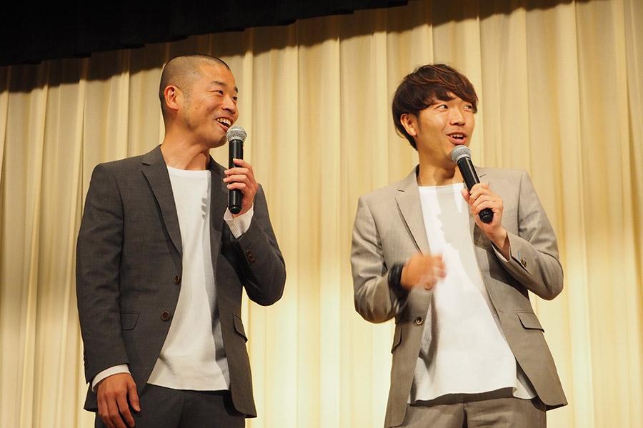 映画『トレイン・ミッション』先行試写会に登場したアキナの山名文和(左)と秋山賢太(29日・大阪市内)