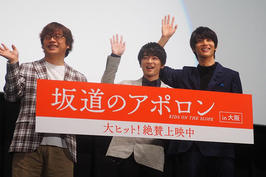 左から、三木孝浩監督、知念侑李、中川大志(11日・大阪市内)