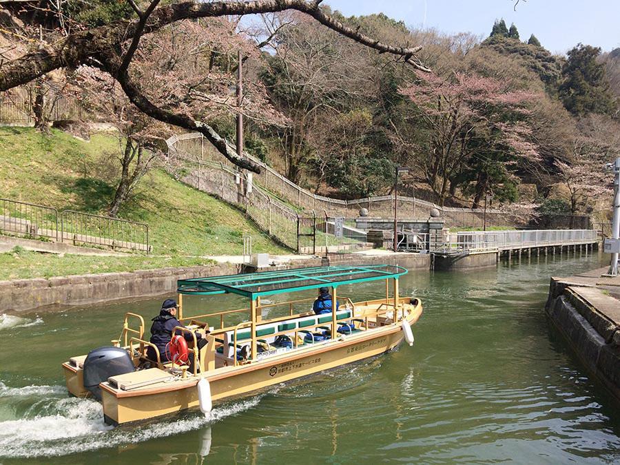 人工運河「琵琶湖疏水」を遊覧する『びわ湖疏水船』