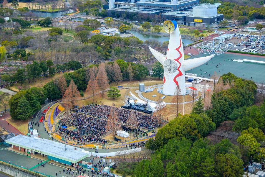 約7000人の観客の前で全11曲を披露
