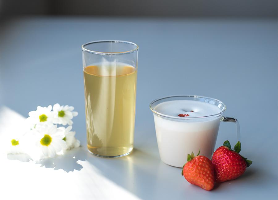 「ラ・カスタ ヘッドスパサロン&カフェ」のアップルカモミール、信州いちごミルク。共に480円(写真はイメージ)