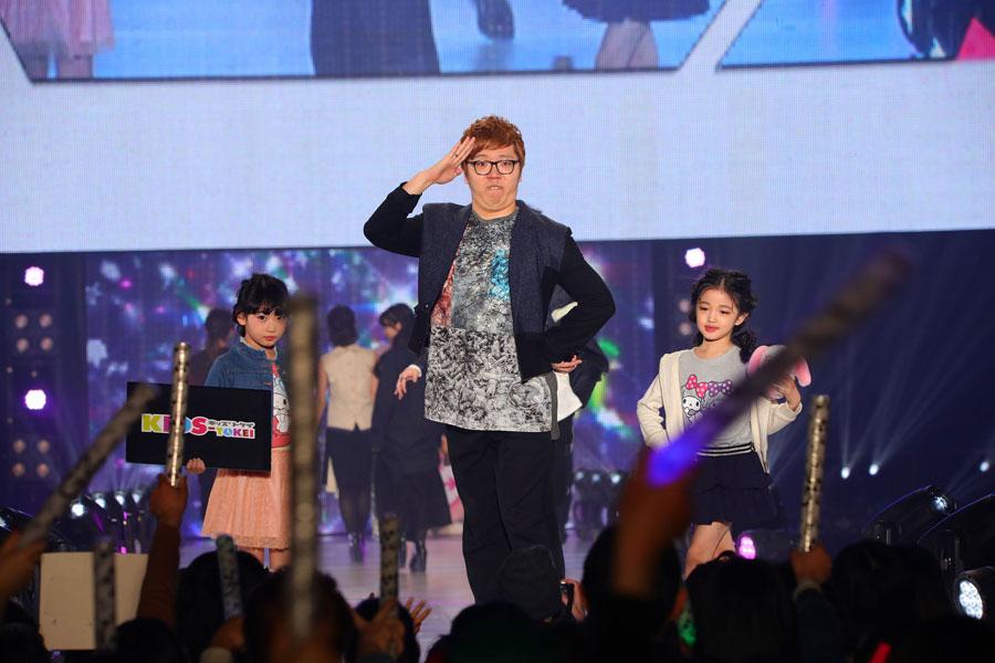『関西コレクション2018』に出演したHIKAKIN(21日、大阪市内)