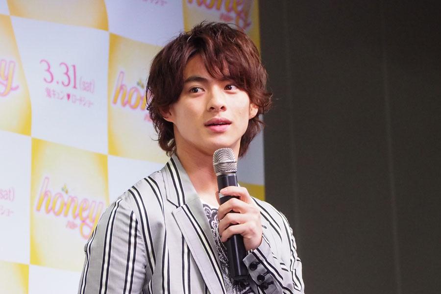 関西ジャニーズJr.として活動していた平野が「やっぱり難波あたりは活気があって好きですね」と、大阪のお気に入りの場所について話す場面も(8日、大阪市内)