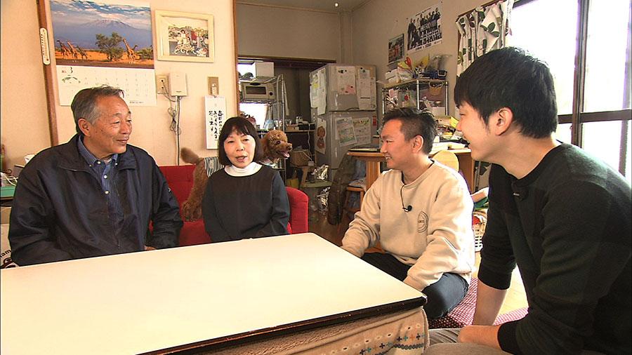 ほか、なかなか実家に帰れない若者に代わって、かまいたちが親孝行する名物コーナーで、本当の家族のように仲良くなったお母さんに、東京行きを報告するロケも
