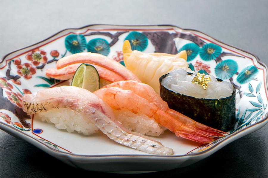手軽ながら上質なものをコンセプトにセレクトされた飲食店。北陸の新鮮食材が楽しめる「金沢まいもん寿司」