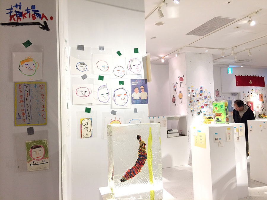 ギャラリーの入口には、黒田さんによる長友さんを紹介するコメントが
