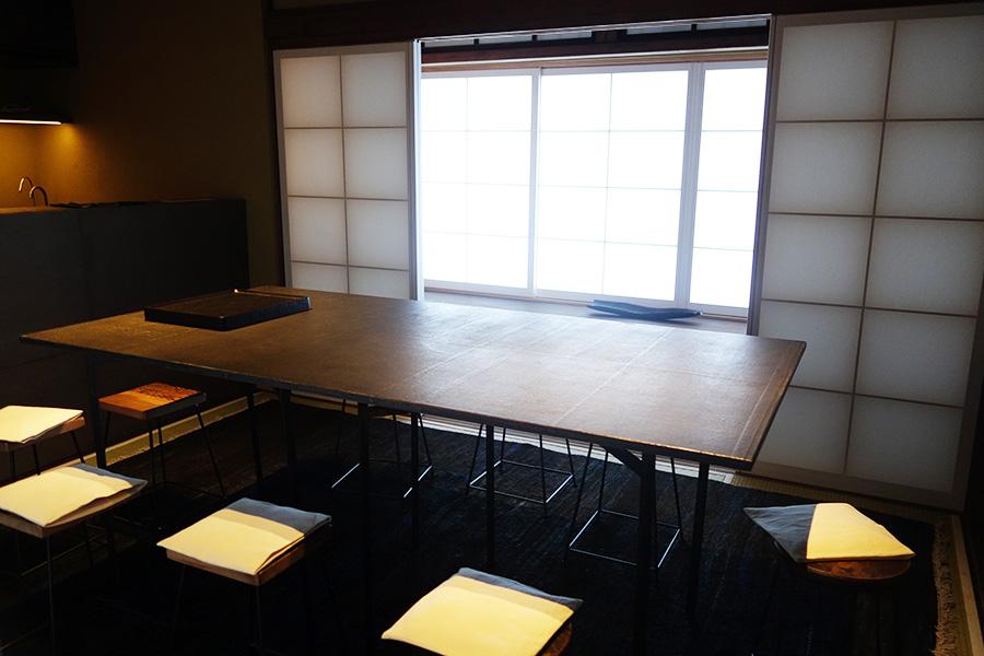 教室をおこなう2階の部屋。小慢さんが日本語で丁寧に教えてくれる