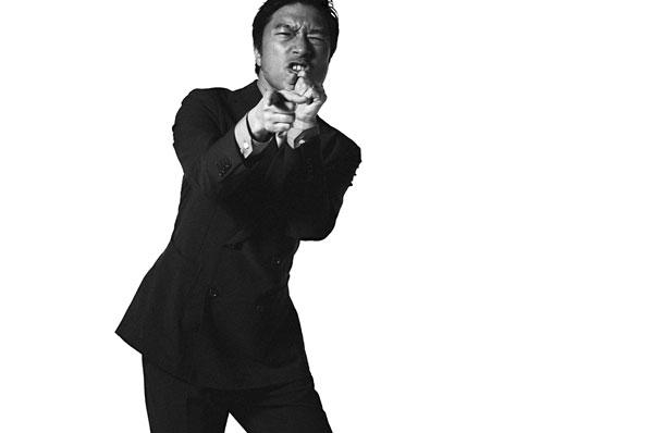 大阪天満宮でライブをおこなうトータス松本