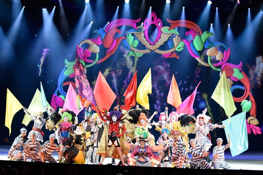 カラフルな世界観は、歌舞伎ならではの衣裳やメイクと相性抜群(2017年10月新橋演舞場の公演より)