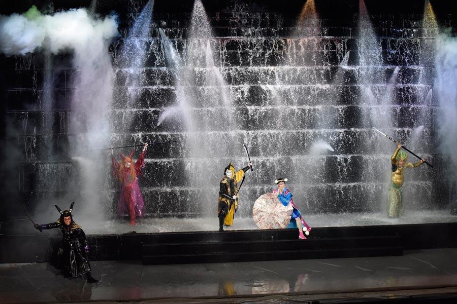 10トンもの水を使う歌舞伎の演出・本水。その迫力に観るものは圧倒される