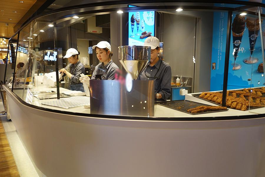 地下2階、食のエリア「ルクアフードホール」内にオープン
