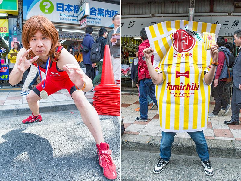 ずっとこの体勢を維持していた吉田沙保里選手のコスプレ参加者と、ファミチキのコスプレ