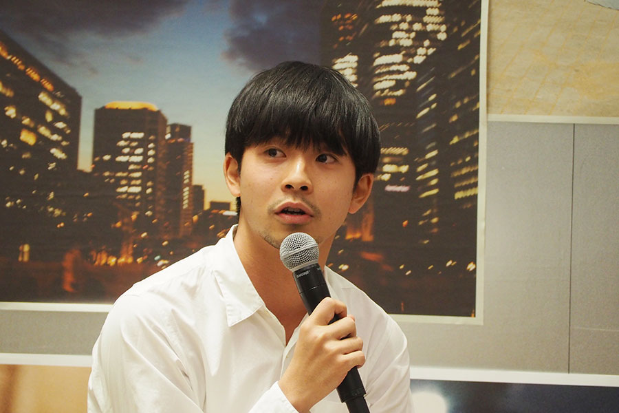 「大阪は仕事でくることがほとんどだけど、毎回思い出ができる、ワクワクする街」と話す太賀