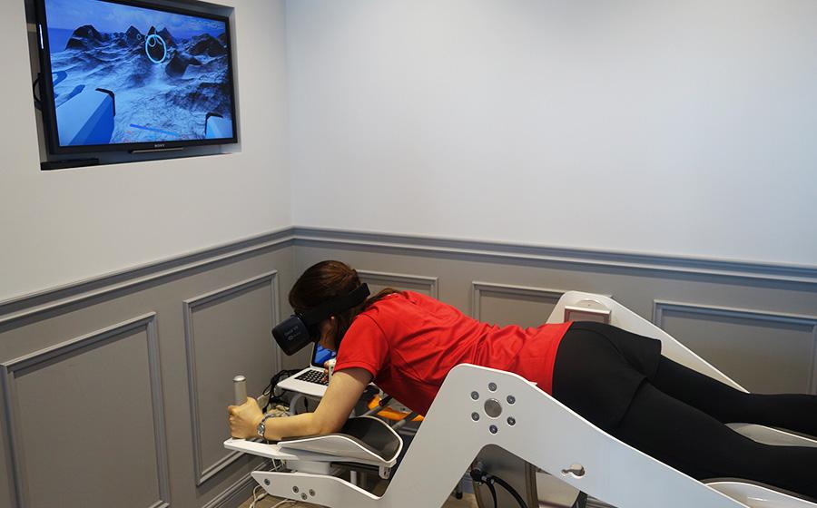 「加圧ビューティーテラス」では、体幹を鍛えるVRエクササイズも