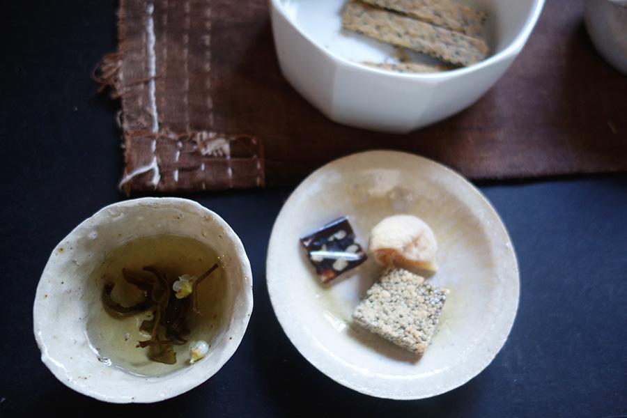梅花高山茶など、季節によってのお茶を教室では提案していく