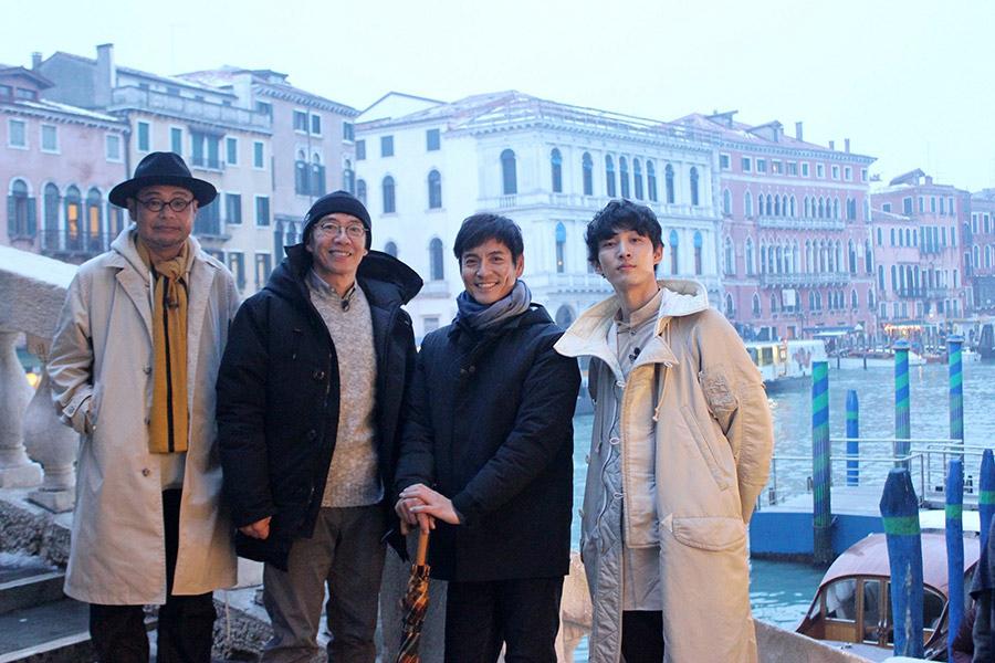 イタリア旅を満喫した俳優4人(左から、田口浩正、生瀬勝久、沢村一樹、上杉柊平)