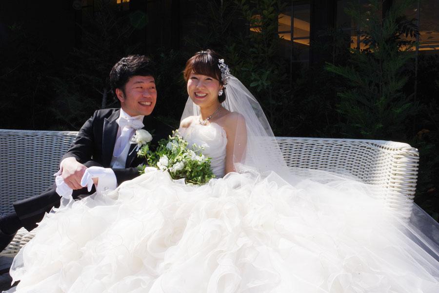 「結婚してから吉田くんの方が照れて・・・。私は全然普通やのに」と純白のドレスに包まれた前田