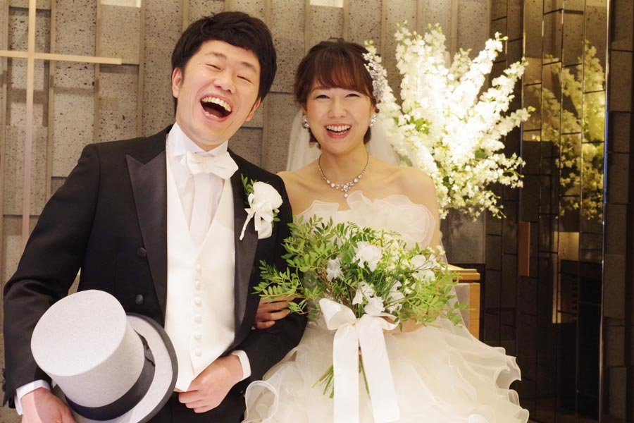 「新婚旅行はニューヨークに行きたいという願望があります」というものの休みが取れずにいる新婚の吉田と前田(12日・スイスホテル南海大阪)