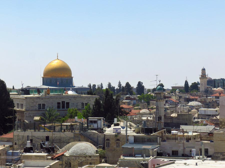 ユダヤ教、キリスト教、イスラム教の聖地エルサレム。イスラエルは首都と主張しているが、国際的には認められていない