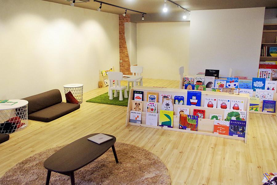 大阪市東淀川区にオープンした絵本図書館「Ciccia Books」(26日・大阪市内)